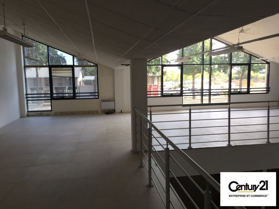Local commercial - 492 m² - BAILLY ROMAINVILLIERS