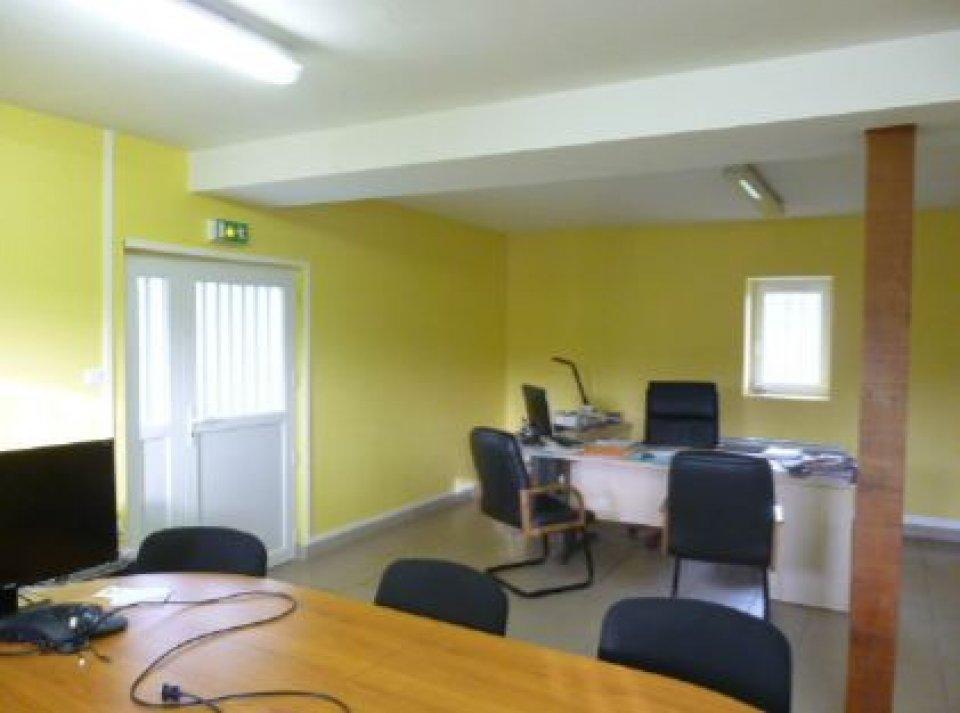 bureaux de 285 m louer la chapelle st ursin proche changeur. Black Bedroom Furniture Sets. Home Design Ideas