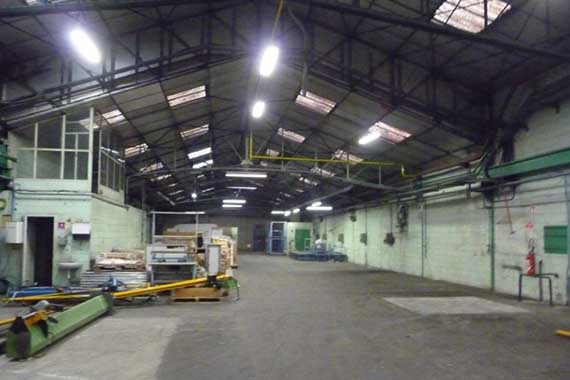 local-industriel-1000m2-reyrieux