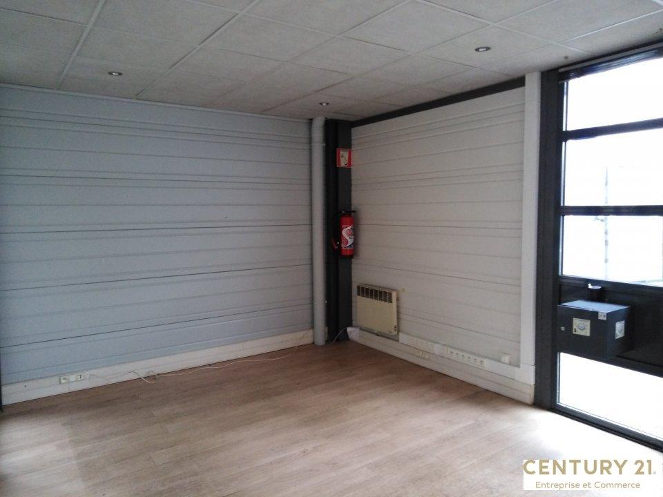 Local commercial à louer - 54.0 m2 - 72 - Sarthe