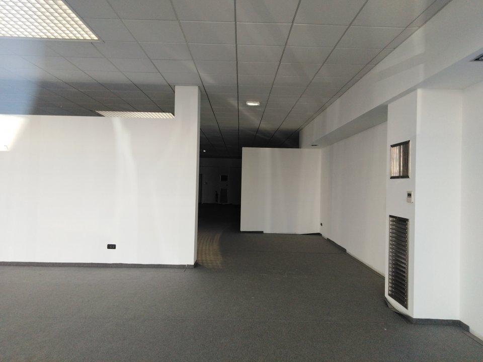 Local commercial à louer - 635.0 m2 - 72 - Sarthe