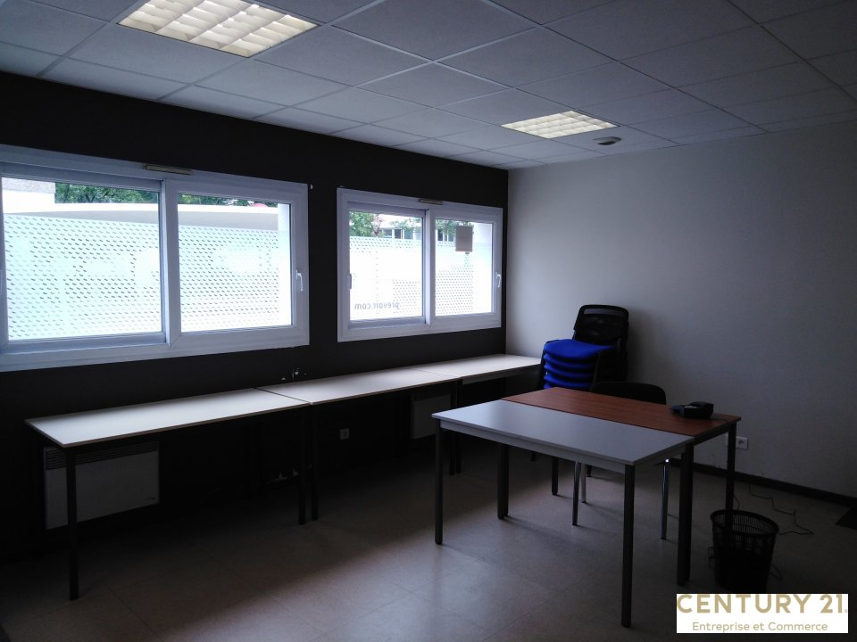 Bureaux à louer - 242.0 m2 - 72 - Sarthe