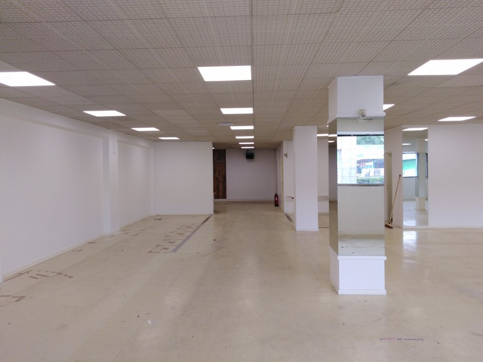 Local commercial - 190 m² - Sarthe (72)