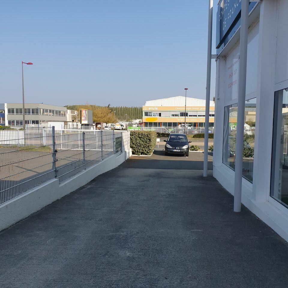Local commercial à louer - 120.0 m2 - 72 - Sarthe