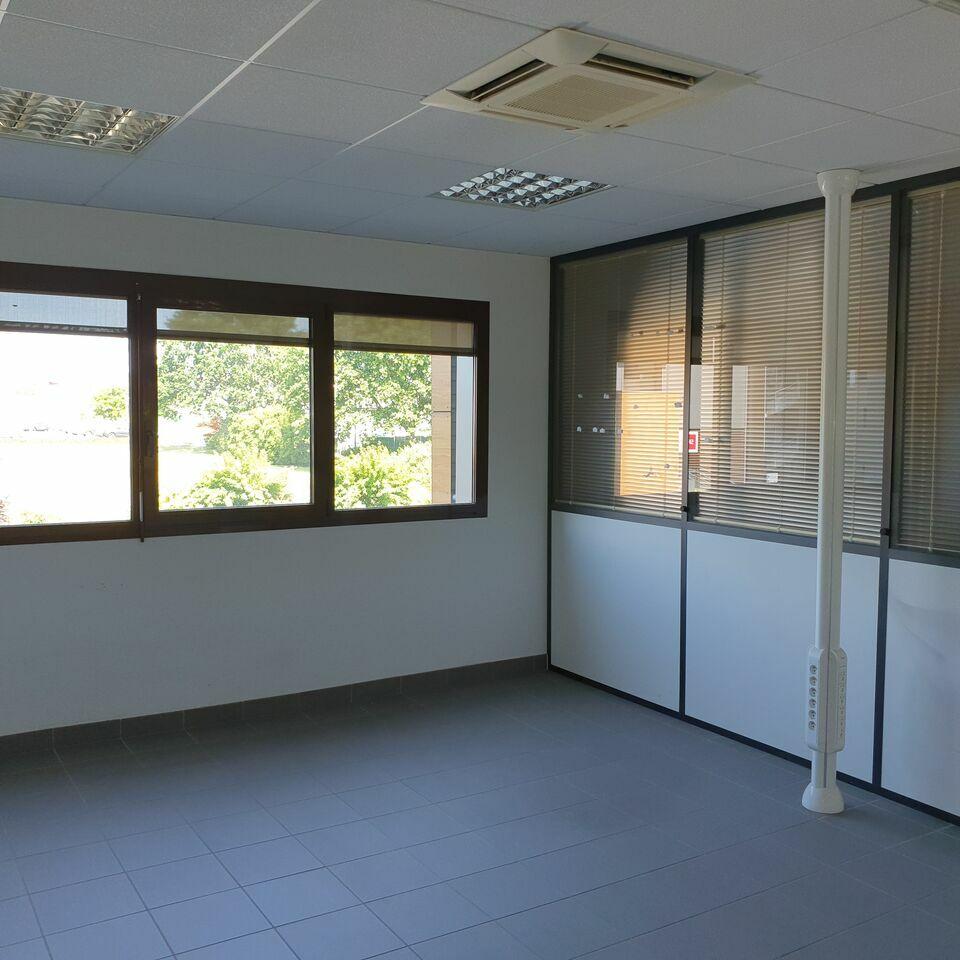 Bureaux à louer - 1500.0 m2 - 72 - Sarthe